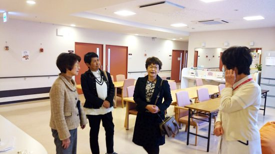 左から、山口律子県議、内場恭子古賀市議、高瀬菜穂子県議